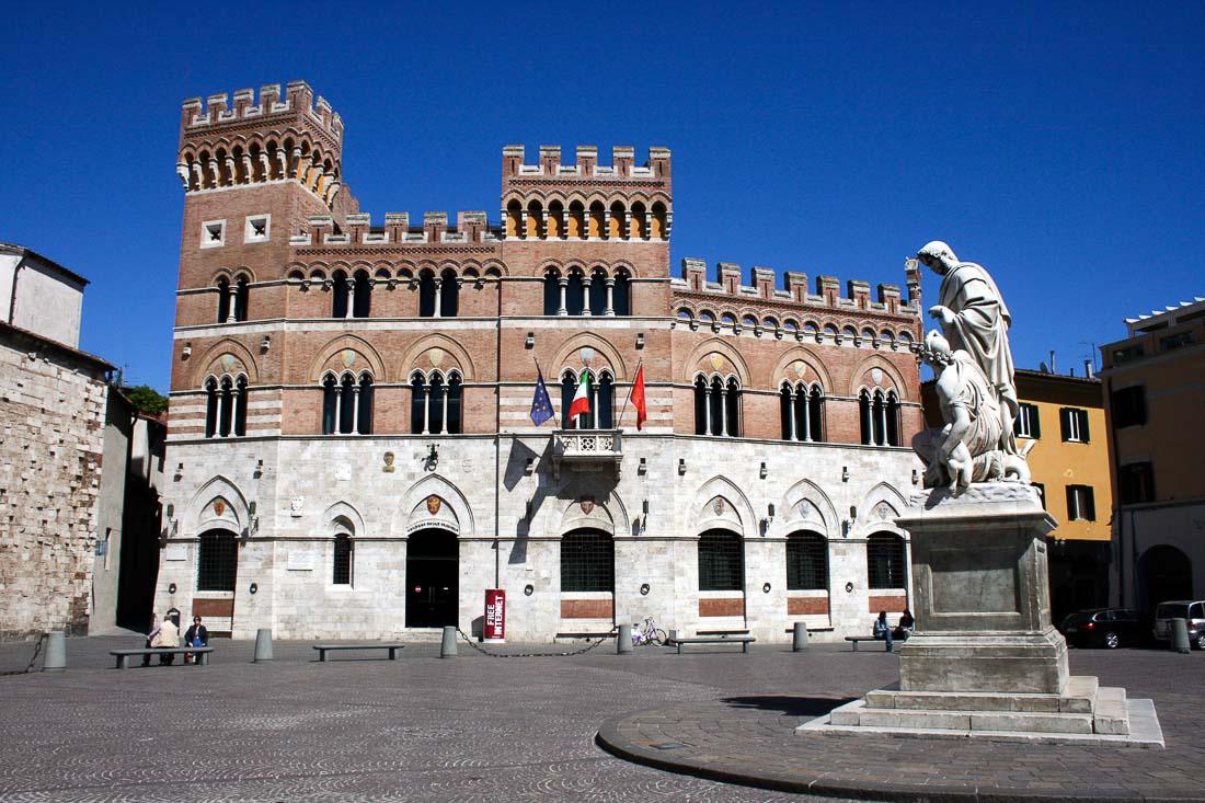 Palazzo Aldobrandeschi und Piazza Dante in Grosseto, Toscana